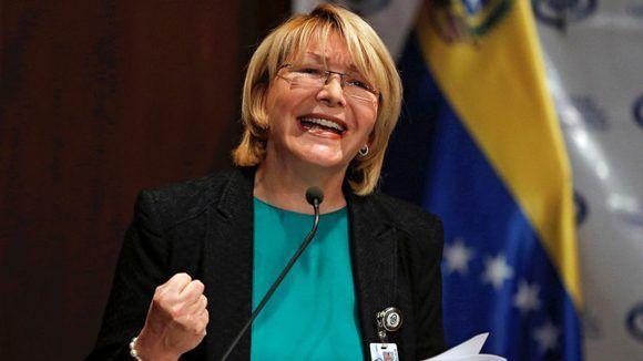 la-fiscal-general-de-venezuela-luisa-ortega-dc3adaz-hace-declaraciones-durante-una-conferencia-de-prensa-en-caracas-580x326