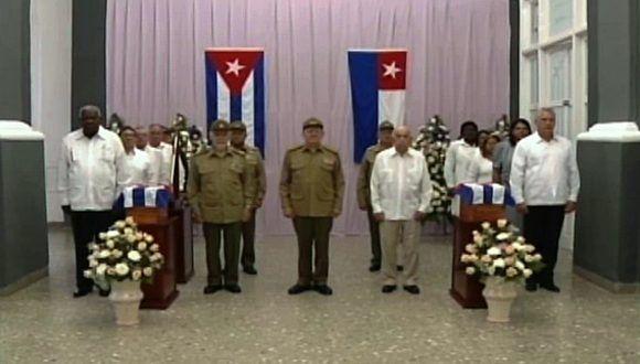 El General de Ejército Raúl Castro preside el acto político y ceremonia militar de inhumación de los restos de Carlos Manuel de Céspedes y Mariana Grajales. Foto: ACN