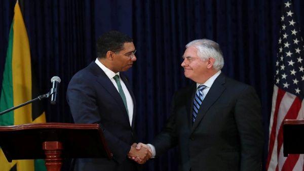 el_secretario_de_estado_de_eeuu_rex_tillerson_junto_al_primer_ministro_de_jamaica_andrew_holness_el_7_de_febrero_de_2018_en_kingston_-_reuters_1718483347